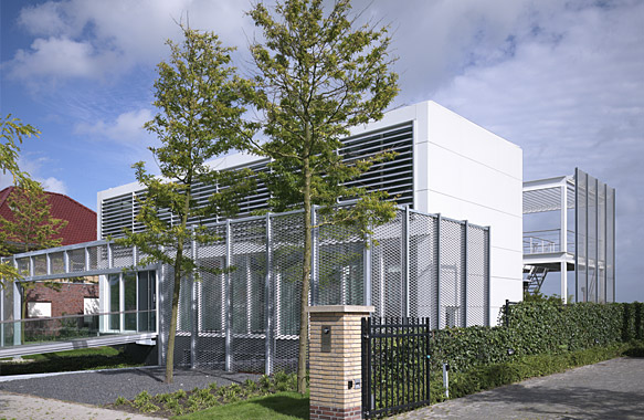 Project Name: Steel Study House No. 2. Place: Leeuwarden, Netherlands  Owner: Pesie Family. Architects: Archipelontwerpers Contractor: BSB  Staalbouw
